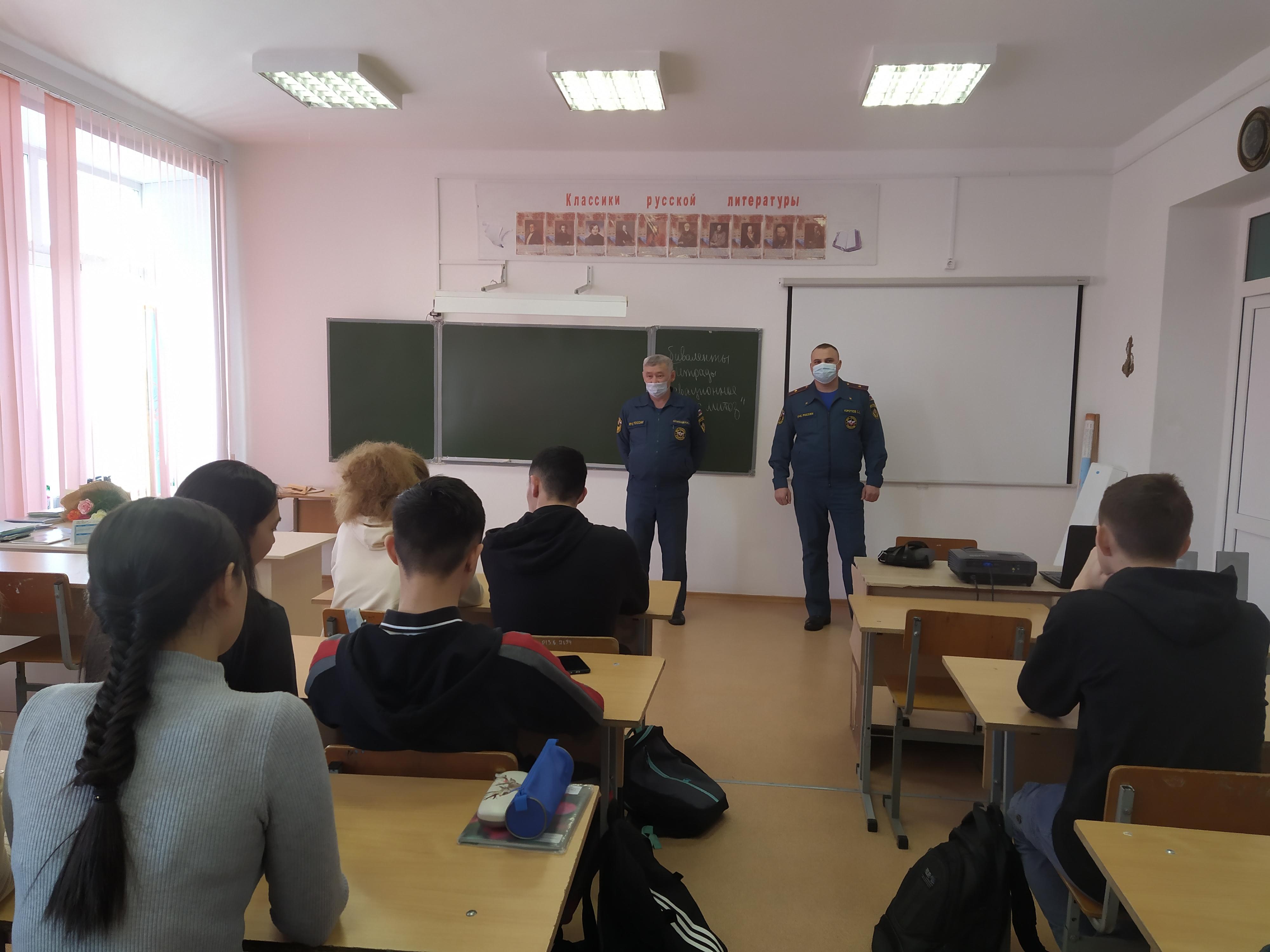 О профессиях МЧС рассказали школьникам Домабровской СОШ №2