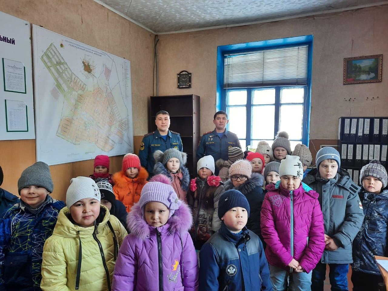 В посёлке Акбулак состоялась экскурсия по зданию пожарной части