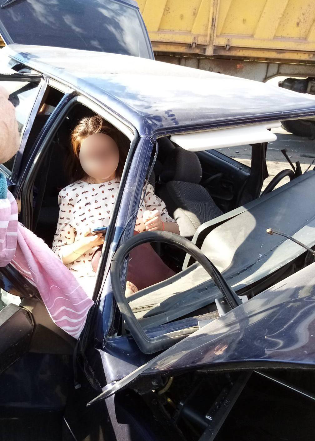 Пожарные спасли беременную девушку, пострадавшую в ДТП