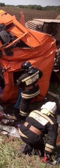 Пожарно-спасательные подразделения МЧС России приняли участие в ликвидации ДТП в Матвеевском районе